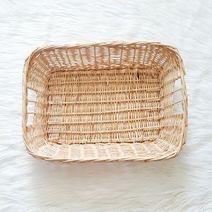light straw basket tray